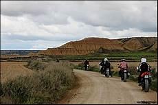 desert des bardenas en voiture le d 233 sert des bardenas reales les balades 224 moto communautaires moto trip
