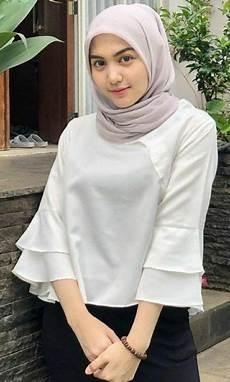 Pin Oleh Ujung Pintu Di Jilbab Cantik Di 2020 Gaya