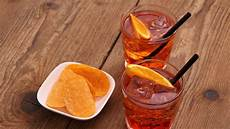 bicchieri aperol spritz how the aperol spritz became italy s favorite eater