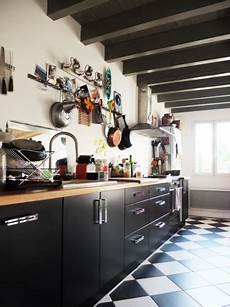 cuisine blanc et noir 85055 carrelage noir cuisine avis