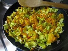 come cuocere i fiori di zucca schiacciata di fiori di zucca in padella ricette con