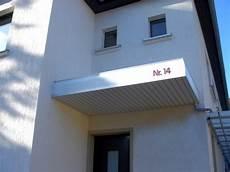 vordach mit licht teichgr 228 ber licht werbung weimar galerie alubau