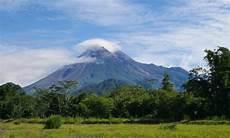 10 Gambar Gunung Berapi Aktif Di Indonesia Daftar Jumlah