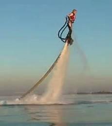 voler sur l eau 94442 ce jetpack va vous faire voler sur l eau