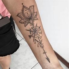 tatouage lotus bras boussole tatouage tatouage de lotus