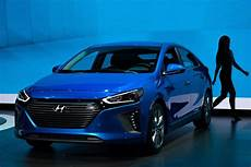 Hyundai Electric Car by Hyundai Plans Electric Car With 200 Of Range For