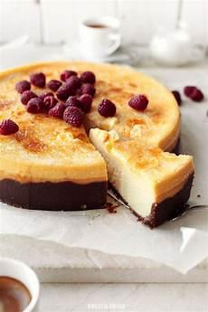 kuchen creme brulee cr 232 me br 251 l 233 e k 228 sekuchen mit maracuja und wei 223 er schokolade