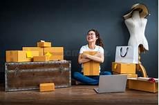casa e affari donna di affari nel paese immagine stock immagine di