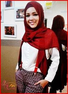 Gaya Model Jilbab Hana Dewi