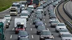 Pfingst Wochenende Startet Mit Langen Staus Auf Autobahnen