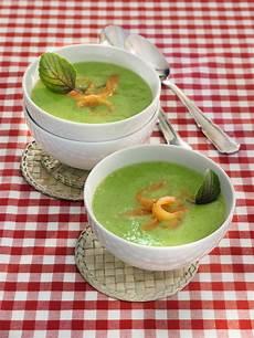 zucchinicremesuppe mit lachsstreifen