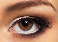 Augen Make Up Schlupflider - schlupflider kaschieren das richtige make up f 252 r
