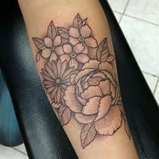 tatuaggio ramo con fiori fiori 44 ispirazioni per tatuaggi sbocciano