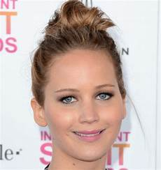 messy hairstyles for round faces 20 cute short hairstyles for round faces
