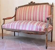 divanetti antichi divano poltrone antiche negozio antiquariato a san gimignano
