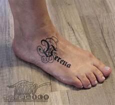 Tattoos Am Fuß Schriftzug - kleine tattoos schrift name der tochter verena als