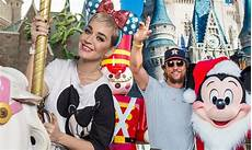 katy perry dons polka dot minnie ears at disney world daily mail online