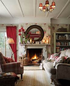 Englischer Landhausstil Cottage - wisteria cranberry floral wallpaper in 2019 cottage