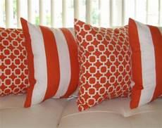 coussin orange et marron coussin peluche orange orange oreiller en plein air orange