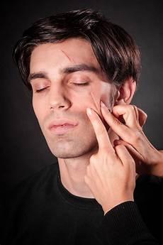 Narben Im Gesicht - narben einfach selber schminken wir zeigen dir wie es