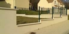 Pose Cloture Sur Muret Comment Poser Une Cl 244 Ture En Panneaux Rigides