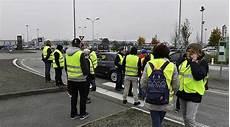 Deux Femmes 171 Gilets Jaunes 187 Motivent Les Manifestants En
