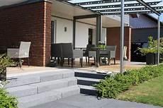 terrasse mit stufen gestaltung mit betonstein g 228 rten eckhardt gmbh co kg