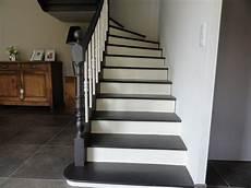 comment rénover des escaliers en bois escalier en 2 teintes notre maison peinture escalier