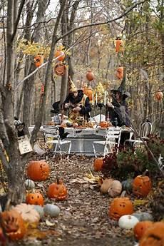 halloween k 252 rbisse entlang dem garten gehweg