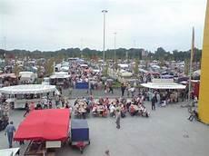 flohmarkt oldenburg ikea gro 223 er flohmarkt auf dem parkplatz bei ikea oldenburg fotos