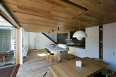 inneneinrichtung wohnzimmer holz moderne inneneinrichtung aus holz in einem open house in
