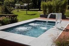 mini pool für terrasse kleiner pool im garten pool f 252 r kleine grundst 252 cke in