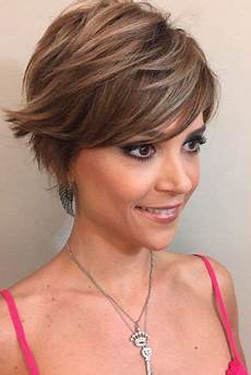 30 ideas of wearing short layered hair for women