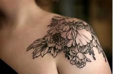 Blumen Motive An Der Schulter Blumenranken