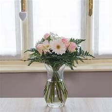 fiori a domicilio torino bouquet dai toni chiari fiori a torino consegna a domicilio