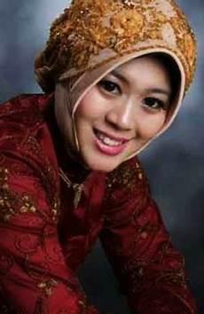 Model Jilbab Untuk Kebaya Dan Wisuda