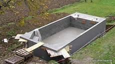 pool in der erde anleitung pool mit kies und erde hinterf 252 llen pool