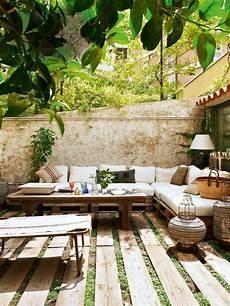 comment aménager une terrasse idee deco petit jardin comment am 233 nager sa terrasse dans le jardin garden terrace in 2019