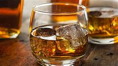 the 10 health benefits of whiskey are more reasons to pour