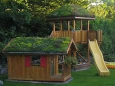 Spielhaus Und Spielturm Mit Rutsche Und Sandkasten