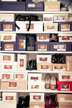 Schachteln Verwenden Um Schuhe Leicht Aufzubewahren