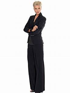 tenue chic tailleur pantalon mariage noir forme large