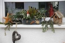 herbst dekoration fenster fensterbank mit weihnachtsdeko bilder und fotos