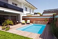Sichtschutz Für Kleine Gärten - schwimmbecken im garten eines reihenhauses squees