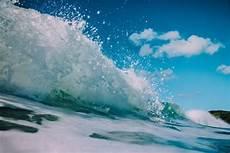 Bmkg Prediksi Ombak 6 Meter Akan Terjang Pesisir Laut