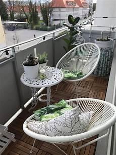 balkon sitzecke gem 252 tliche sitzecke auf dem balkon wei 223 e balkon m 246 bel und