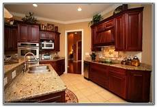 kitchens with auburn cherry color cabinets paint colors for kitchens with dark cabinets