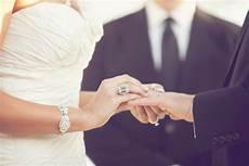 your wedding ring should it be worn left or right cultureguru