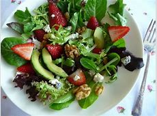 strawberry avocado salad with field greens_image