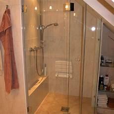 Fenster Im Duschbereich - eingepasste duscht 252 ren im dachgeschoss bad 040 b 228 der